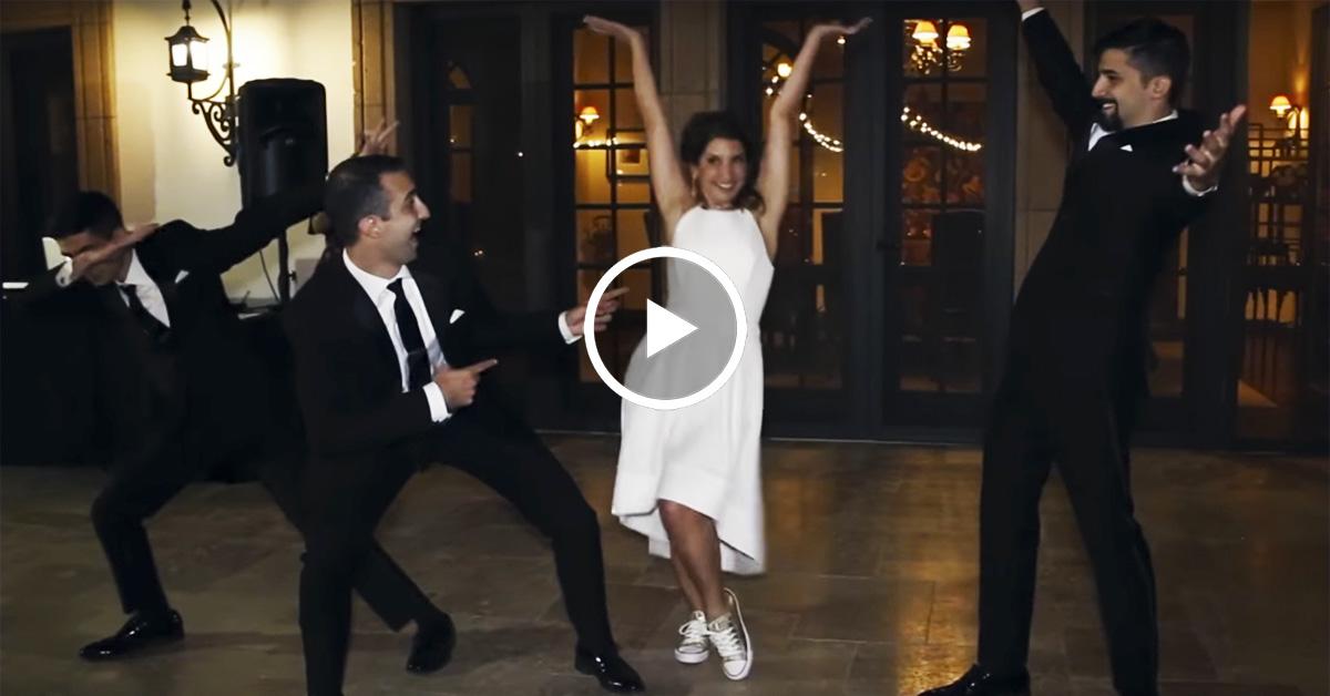 Танец мамы и сыновей на свадьбе произвел настоящий фурор!