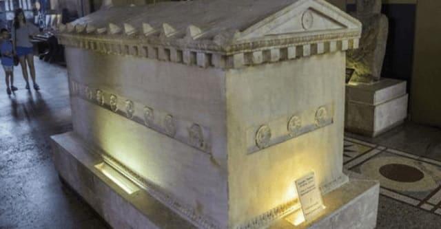 В шахте был найден гроб из камня, которому 800 млн лет