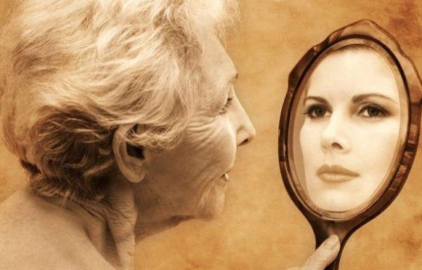 А из зеркала в ванной на неё посмотрела 77-летняя старуха