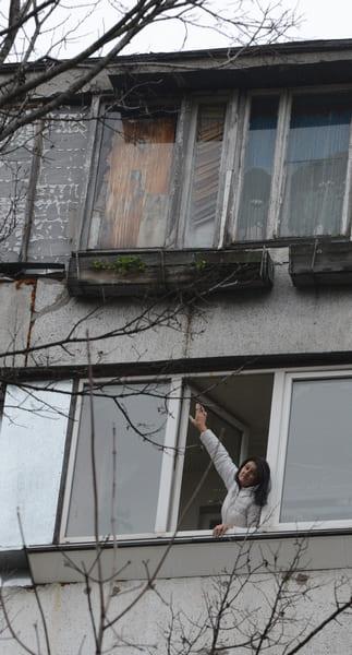 Как 56-летняя женщина поймала за ногу мужика, который падал с 9-го этажа!