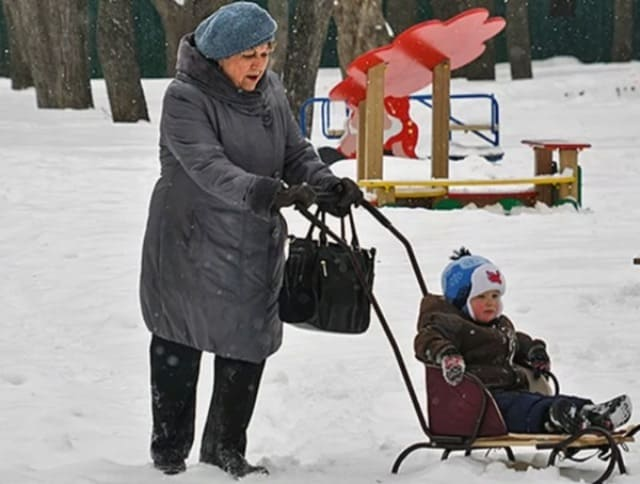 «Тебе же еще пенсию не принесли? Что тогда тебе нужно?»: Поведение маленького внука ошарашило многих