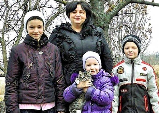 Единственный сын — Санька, погиб под колёсами «Ауди» помощника прокурора. Правду похоронили вместе с сыном. А потом они приехали и сказали…