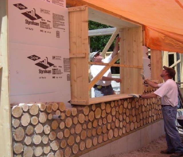 Строители решили использовать вместо кирпича обычные дрова. Что из этого получилось?