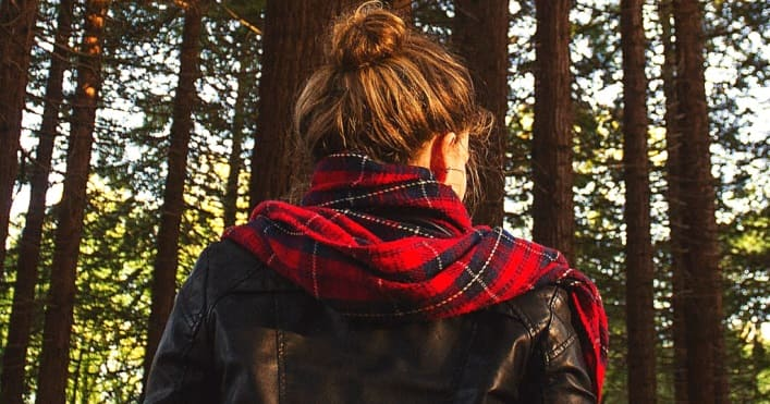 Муж раз в неделю уезжал в лес. Жена с сестрой решили проследить