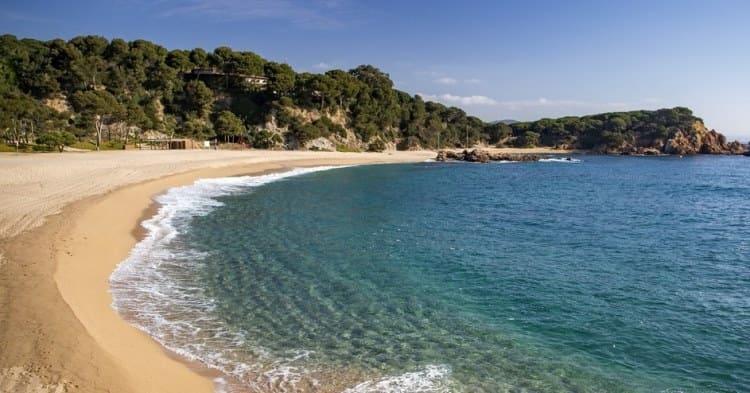 Российского туриста выгнали с нудистского пляжа в Испании из-за большого мужского достоинства