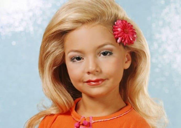 Мама с 3 лет таскала дочку по разным конкурсам красоты. Это закончилось трагично