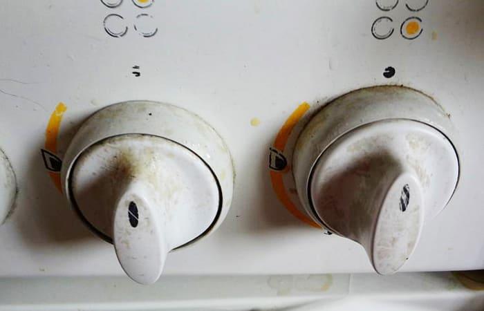 Копеечное средство, которое устранит жир на ручках кухонной плиты быстро и без усилий