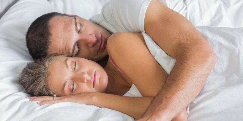 Спать вместе полезно для здоровья?