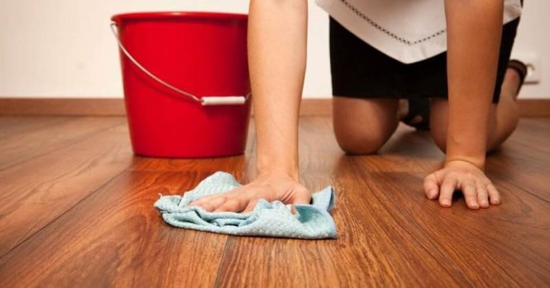Для чего мыть пол солью и как это делать правильно