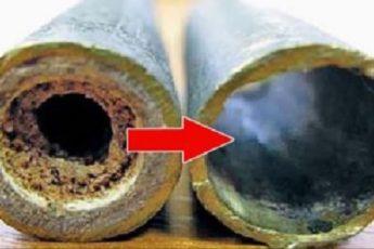 Квартирантка вскипятила уксус и залила жидкость в трубу… Сантехники удивились!