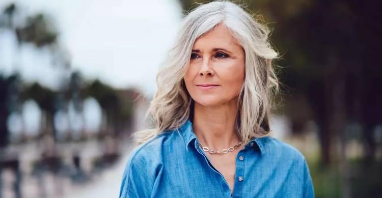 «Плюс 10 лет»: оттенки волос, которые редко идут возрастным женщинам, но они часто выбирают их