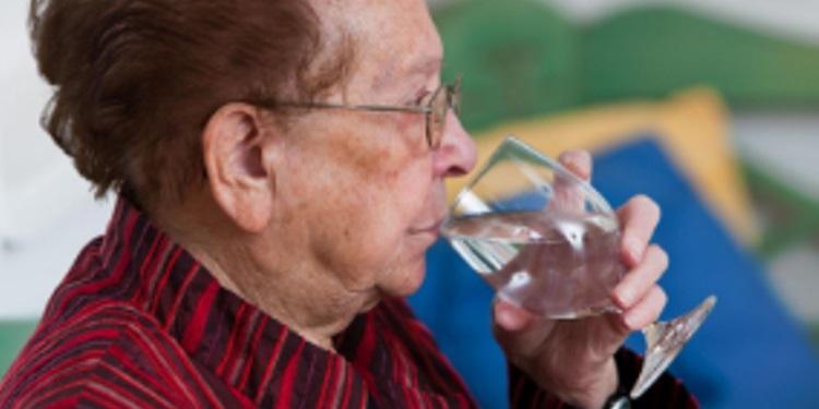 Пожилым людям не нужна вода