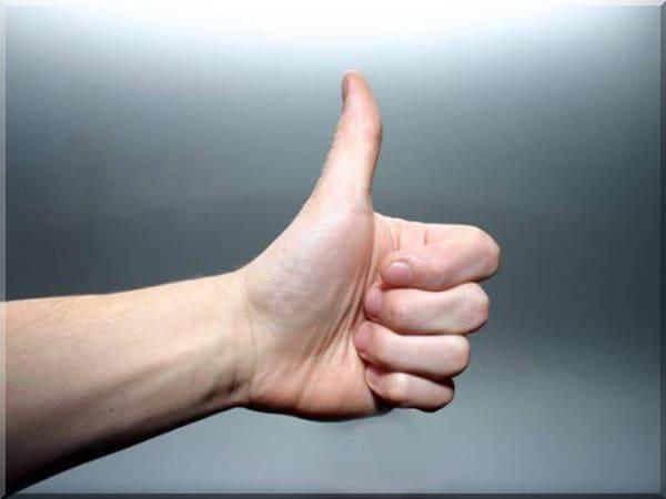 Жест большой палец вверх — привлечение любви