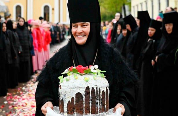 У настоятельницы монастыря «нашелся» «Мерседес» новейшего поколения за 9,5 млн