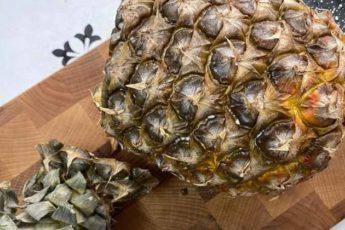 В гостях показали, как правильно разделать ананас. Оказалось его не нужно резать