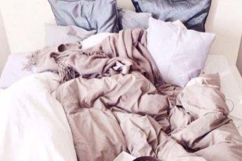 Мнение микробиолога: Как ЧАСТО необходимо стирать постельное бельё