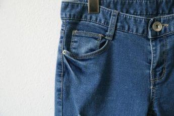 5 ошибок при стирке, которые могут безнадежно испортить даже новые джинсы