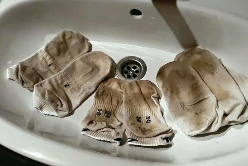 Рассказываю два новых действенных способа отстирать белые носочки до белизны, чтобы они стали белоснежными